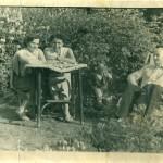 Babile, Kety si doamna Cici Roncea - Fotografie din Gradina de la Anadolchioi